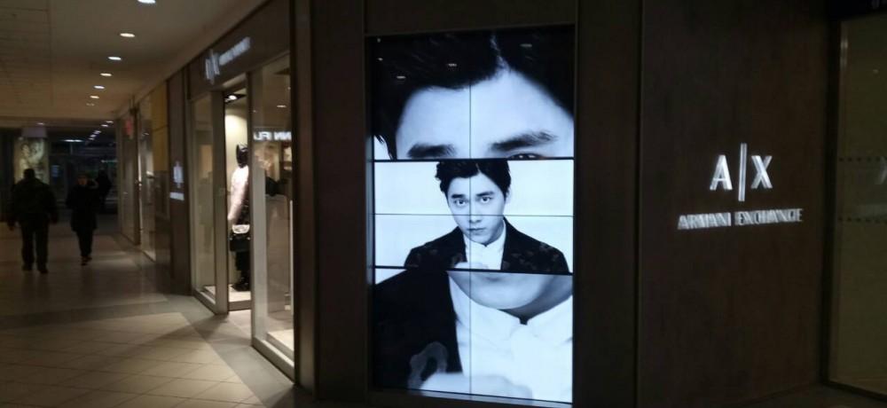 LCD ВИДЕОЭКРАН ДЛЯ БУТИКА ARMANI EXCHANGE, СМОНТИРОВАННЫЙ В ГОРОДЕ ПЕРМЬ